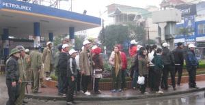 Photo= Doi mũ trắng phiên tòa xử 14 thanh niên Công giáo, Jan 13